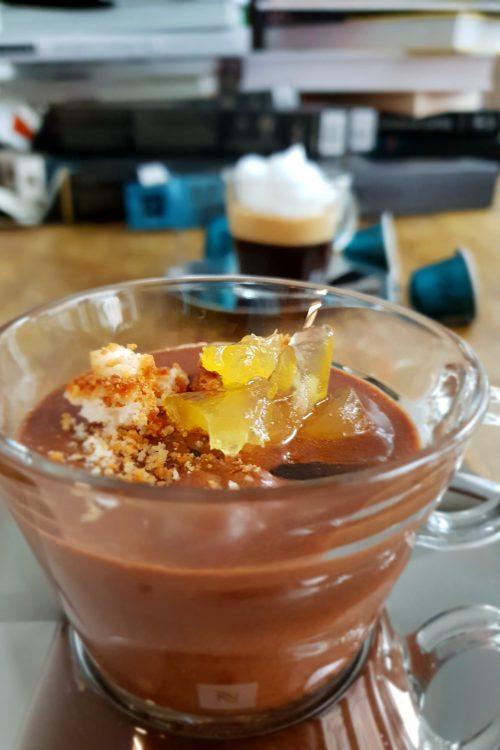 Mousse au chocolat cu cafea, biscuiți și dulceață de portocale